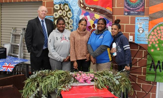 Commissioner Colin Pettit with Mullewa District High School students -  L to R - Bobby Lee Shari Waylene and  Denica - 28 August 2017.jpg
